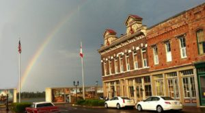 Downtown Paducah is right on the river, so you are just steps away from the charming and historic streets of downtown.