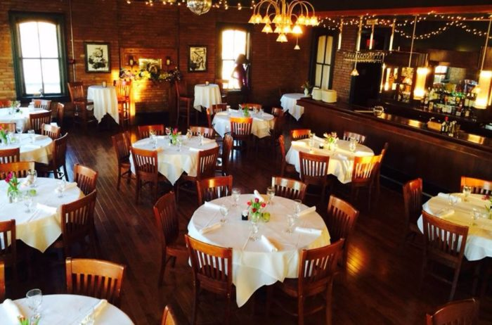 Here Are The 21 Most Romantic Restaurants In Illinois And You're Going To Love Them