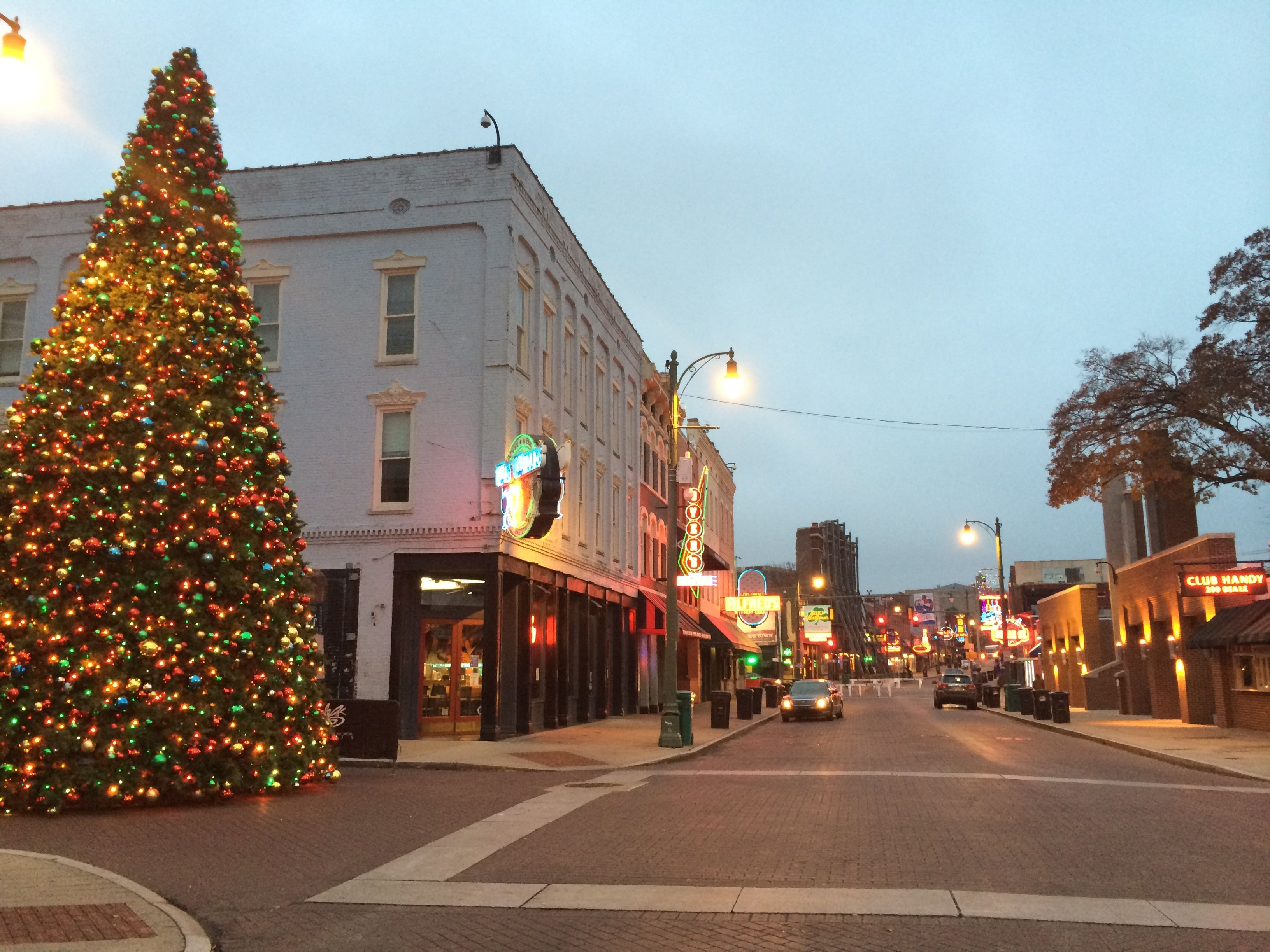 7 Main Streets In Tennessee That Are Pure Magic During Christmastime