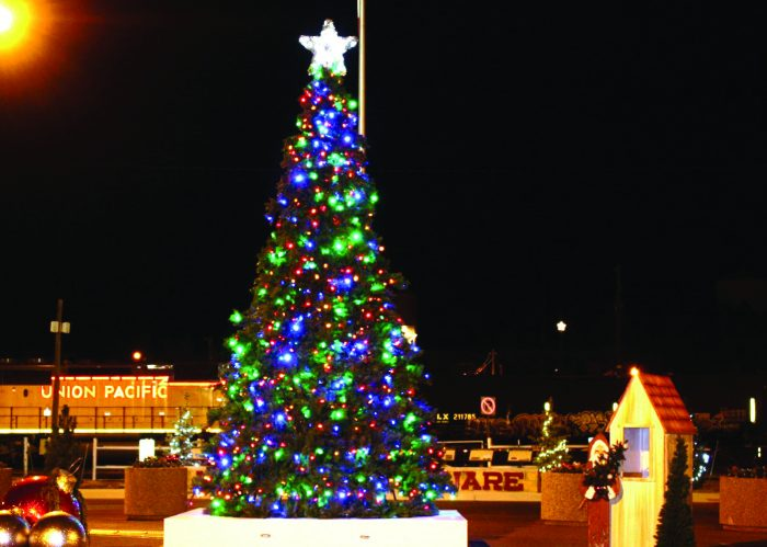 10 Nebraska Main Streets That Look Beautiful At Christmas
