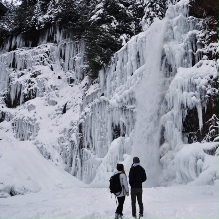 7 Gorgeous Frozen Waterfalls In Washington