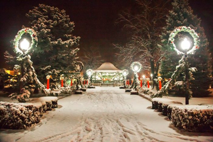 11 Magical Main Streets In Iowa During Christmastime