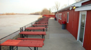 8 Nebraska Restaurants Right On The River That You're Guaranteed To Love