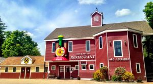 The Train-Themed Restaurant In New Hampshire That Will Make You Feel Like A Kid Again
