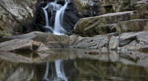 The Gorgeous 2-Mile Waterfall Hike In Virginia That Anyone Can Do