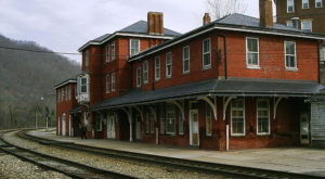 6 Incredible West Virginia Day Trips You Can Take By Train