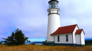 The Picturesque Seaside Town That's The Perfect Place For An Oregon Coast Getaway