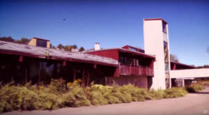 This Abandoned 1970s Honeymoon Resort In New York Is Almost Perfectly Preserved