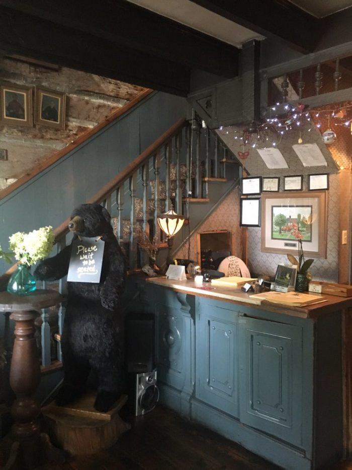 Cozy Incredible Log Cabin Restaurant In Virginia