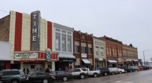9 Small Towns In Illinois Where Downtown Is The Place To Be