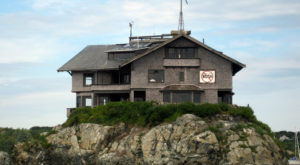 These 8 Unique Houses In Rhode Island Will Make You Look Twice And Want To Go In