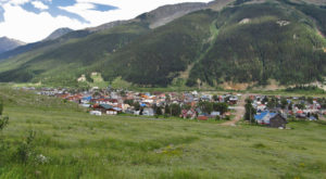 There's A Tiny Town In Colorado Completely Surrounded By Breathtaking Natural Beauty