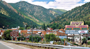 There's A Tiny Town Near Denver Completely Surrounded By Breathtaking Natural Beauty