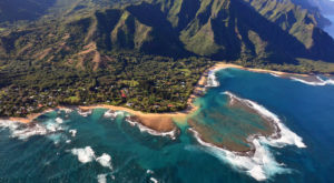 There's A Tiny Town In Hawaii Completely Surrounded By Breathtaking Natural Beauty