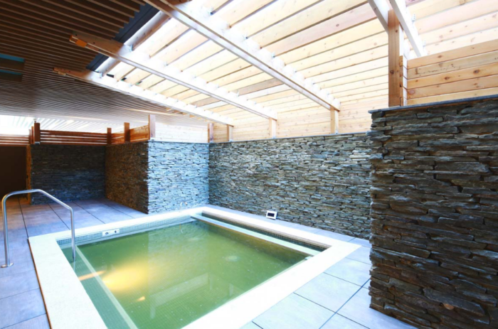 You Ve Never Seen A Spa As Epic As This Massive One In New