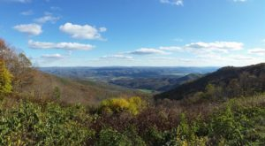 There's A Tiny Town In West Virginia Completely Surrounded By Breathtaking Natural Beauty