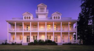 The Delightfully Charming Alabama Lodge That Is Guaranteed To Make Your Stay Memorable