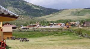 There's A Tiny Town In Wyoming That's Completely Surrounded By Breathtaking Natural Beauty