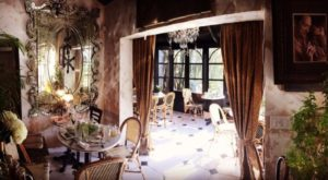 The Secluded Restaurant In Florida With The Most Magical Surroundings
