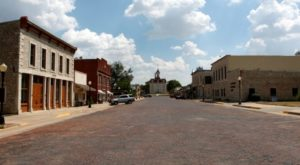 There's A Tiny Town In Kansas Completely Surrounded By Breathtaking Natural Beauty