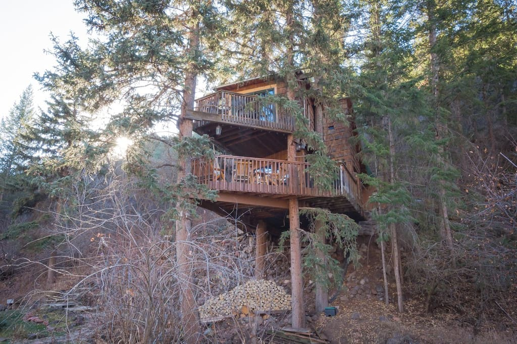 Rocky Mountain Treehouse Is The Best Treehouse For An