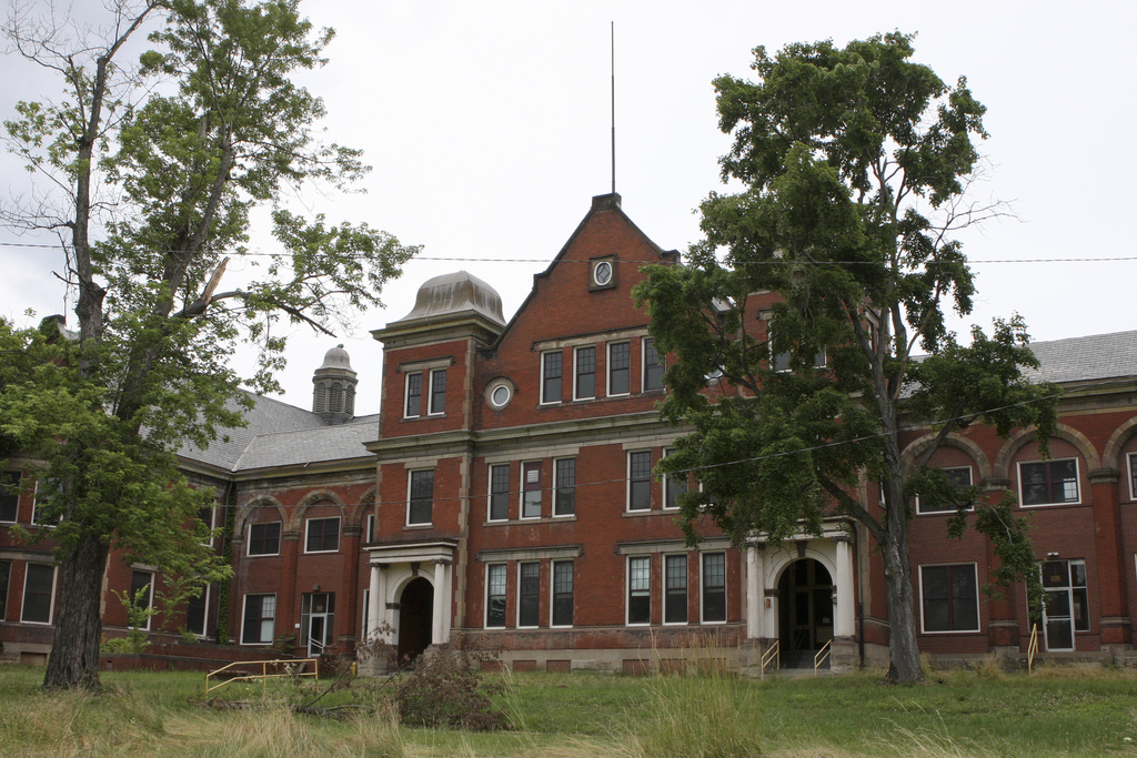 13 Amazing Photos Of The Abandoned Mayview State Hospital