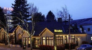 This Little Known Oregon Restaurant Is Located In The Most Enchanting Setting
