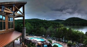 The Beautiful Lake And Forest Retreat In Missouri You'll Want To Add To Your Bucket List