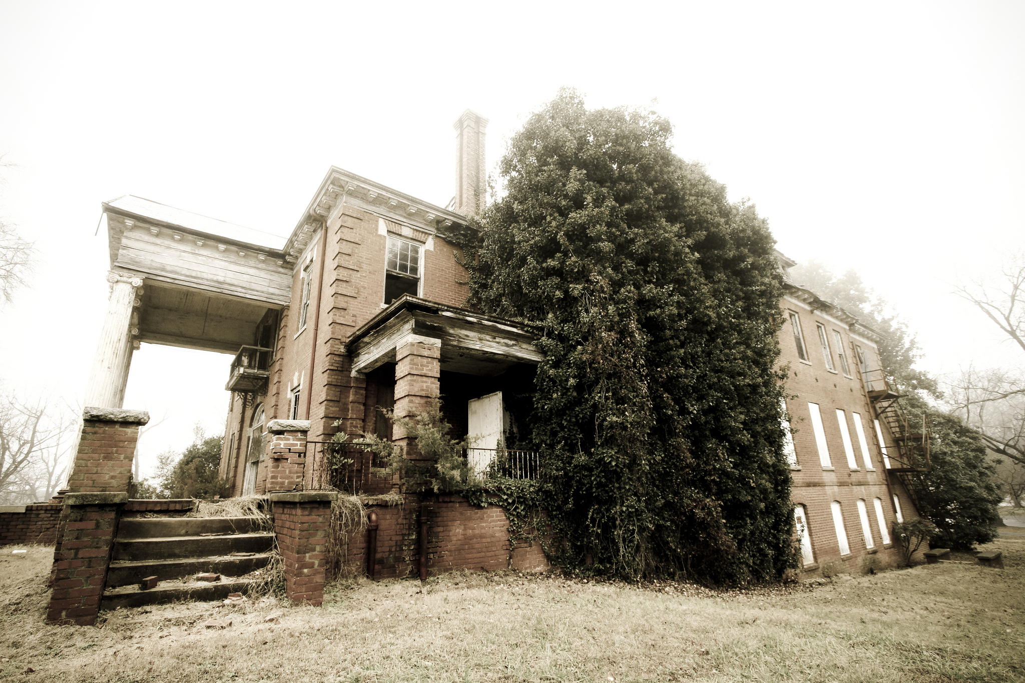 10 scary photos of the abandoned stonewall jackson school for Door 84 youth centre york