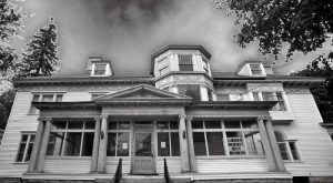 10 Spine-Tingling Hauntings Said To Be True In Massachusetts
