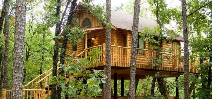 Eureka Springs: A Tiny Arkansas Town Full Of Treehouses