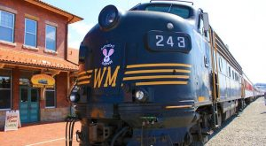 You'll Want To Take This Unforgettable Easter Train Ride In West Virginia