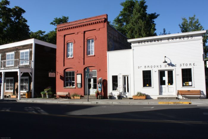 Take this road trip through oregon s most picturesque for Best small towns to live in oregon