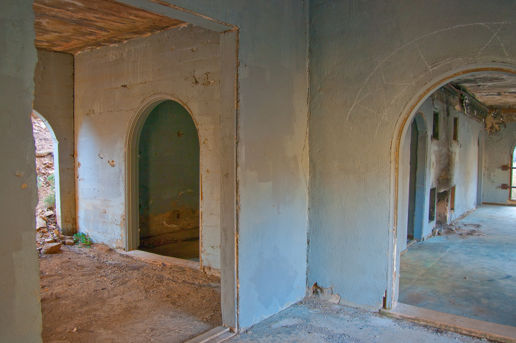 The Abandoned Mansion Near Kingman, Arizona Is Intriguing