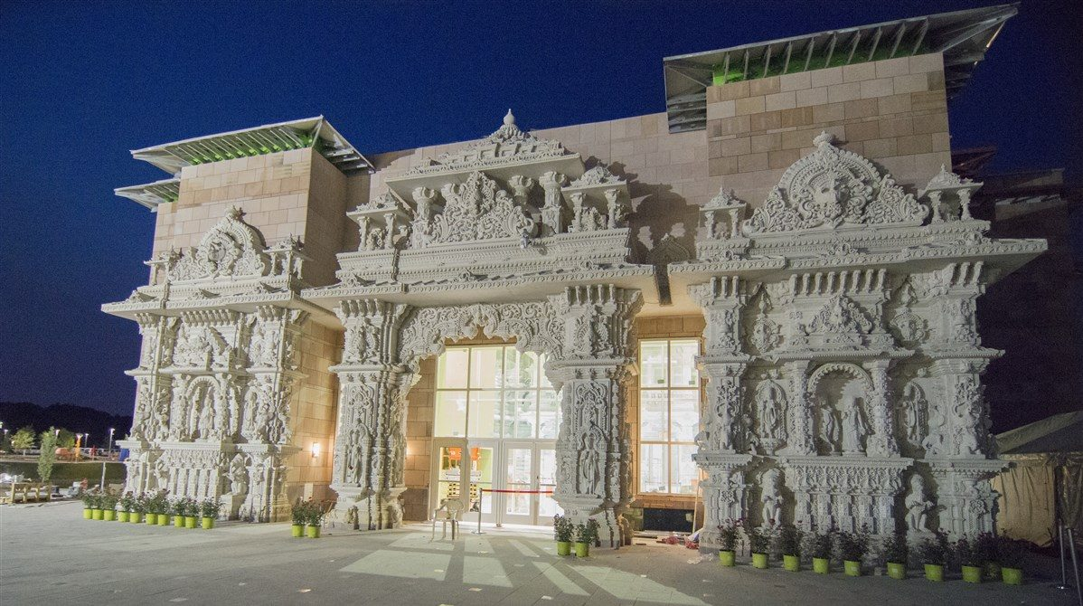 Not Many People Realize This Incredible Hindu Temple Is