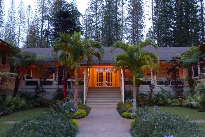 Dubbed Hawaii S Best Little Inn The Hotel Lanai Is Unbelievably Quaint With Just 11 Rooms An Innovative Restaurant City Grille And Plenty
