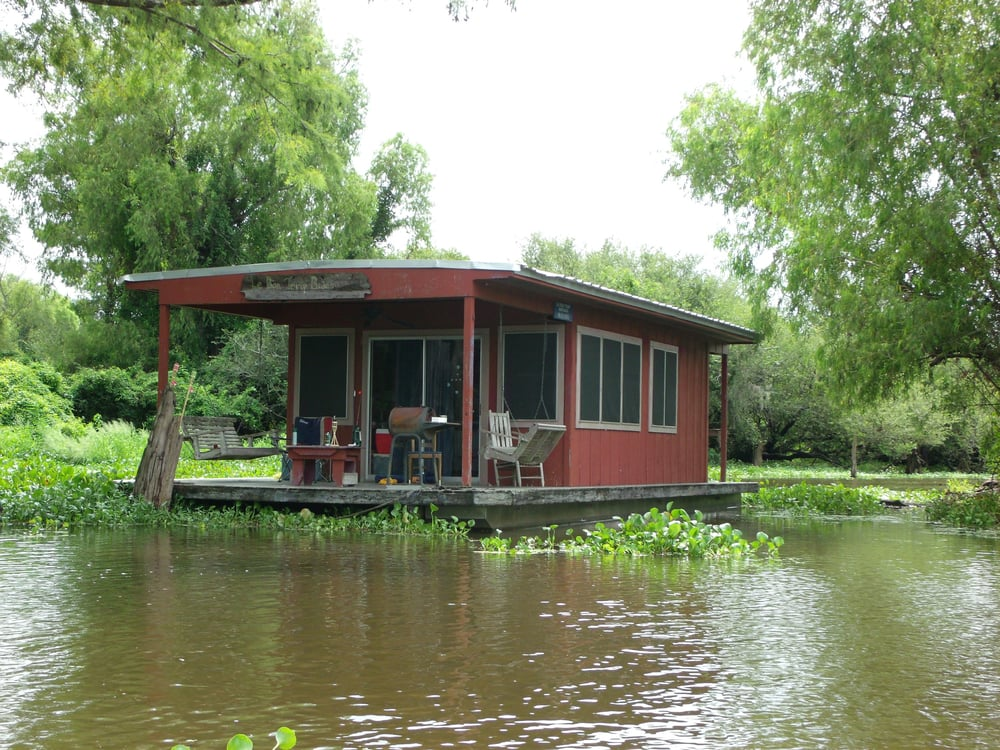 You Ll Never Want To Leave These 6 Beautiful Houseboats In