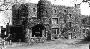 10 Staggering Photos Of An Abandoned Castle Hiding In Connecticut