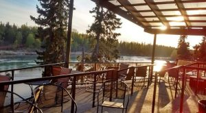 8 Alaska Restaurants Right On The River That You're Guaranteed To Love