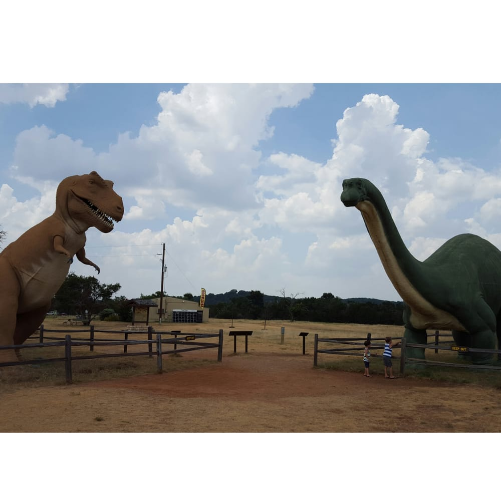 Discover Real Dinosaur Tracks At This Unique Park In Texas