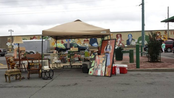 you need to visit these 9 amazing flea markets in missouri. Black Bedroom Furniture Sets. Home Design Ideas