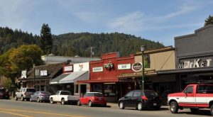 You'll Fall In Love With This Charming River Town In Northern California