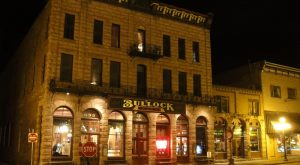 The Story Behind This Historic Hotel In South Dakota Will Send Chills Up Your Spine