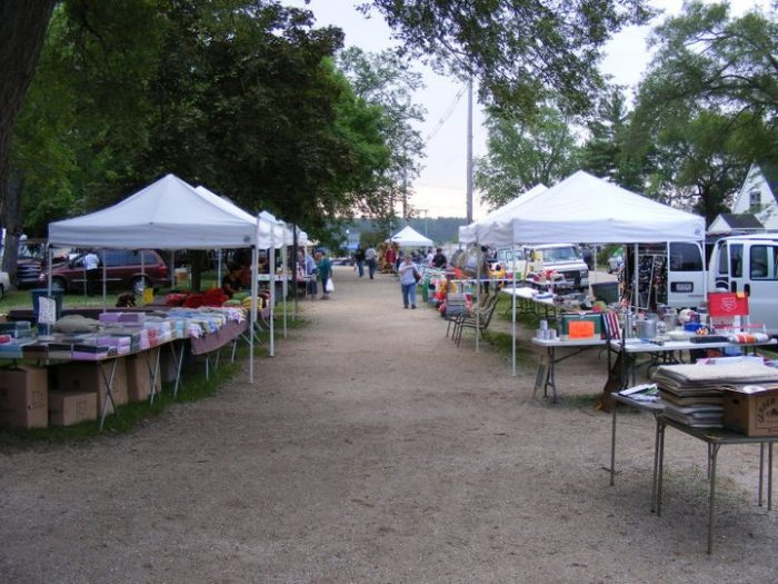 10 of the best flea markets in wisconsin - Market place at garden state park ...