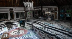 We Found Staggering Photos Of An Abandoned Mansion Hiding In Tennessee
