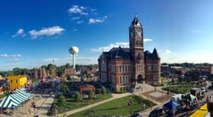 The Small Town In Iowa You've Never Heard Of But Will Fall In Love With