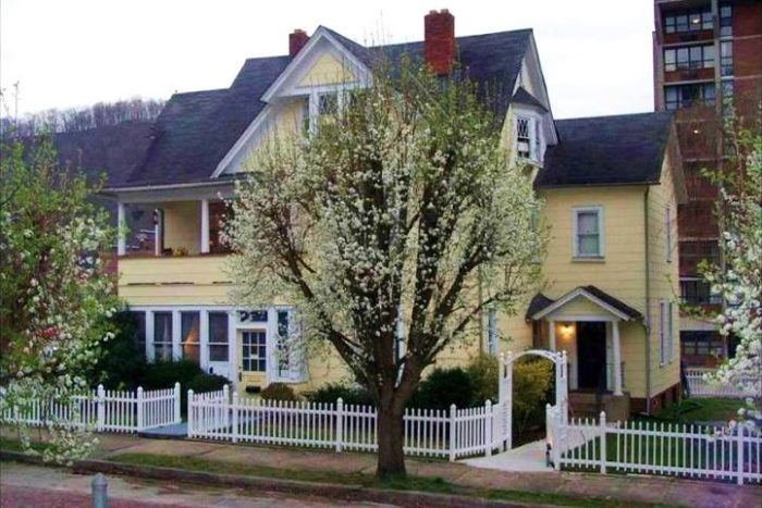 The Hatfield Mccoy House Inn Is A Beautiful Bed And Breakfast In Williamson West Virginia