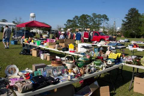 You Ll Absolutely Love This 272 Mile Yard Sale Going Right