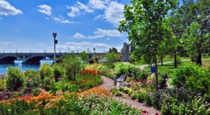 The Gorgeous Riverfront Park In Michigan You'll Want To Visit On A Sunny Day