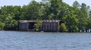 Most People Have No Idea There's An Underwater Ghost Town Hiding In South Carolina